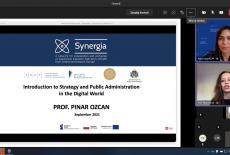 zrzut ekranu z uczestnikami szkolenia i prezentacją