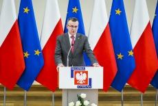 Wystąpienie Szefa Służby Cywilnej Dobrosława Dowiata-Urbańskiego podczas uroczystości ślubowania nowych urzędników służby cywilnej