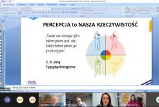 zrzut ekranu z zajęć online - wyświetlona prezentacja