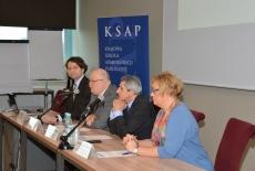 Za stołem prezydialnym siedzą m.in. dr Marcin Sakowicz, Dyrektor Jan Pastwa