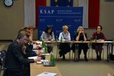 Delegacja ukraińska słucha wykładu Dyrektora J. Pastwy