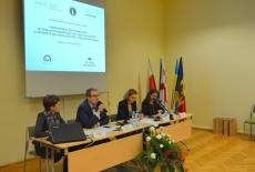 W prezydium siedzą od lewej: Katarzyna Woś, Kierownik BD KSAP, Wojciech Federczyk Dyrektor KSAP, Zuzanna Kierzkowska MSZ, Agnieszka Wojciechowska.