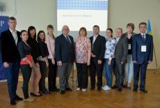 Zdjęcie grupowe uczestników seminarium z Dyrektorem KSAP