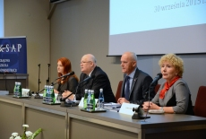 Za stołem prezydialnym zasiadają od lewej: Barbara Stasiak, Jan Pastwa, Jarosław Brysiewicz, Elżbieta Rusiniak