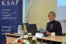 Za stołem prezydialnym siedzi Małgorzata Twardowska, MSZ