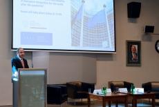 Minister Konrad Szymański przy mównicy