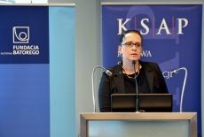 Z mównicy przemawia Anita Noskowska – Piątkowska, Zastępca Dyrektora Departamentu Służby Cywilnej