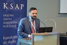 Wystąpienie przy mównicy wygłasza Kamil Wyszkowski Dyrektor Generalny Inicjatywy Sekretarza Generalnego ONZ