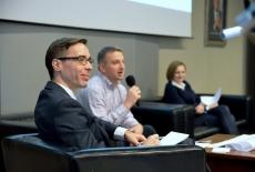Uczestnicy panelu w prezydium w auli KSAP