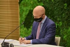Minister klimatu i środowiska podpisuje list intencyjny