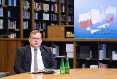 Prof. Jakub Stelina w bibliotece KSAP