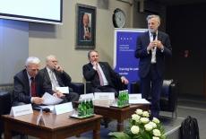 Uczestnicy jednego z paneli podczas dyskusji