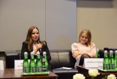Uczestniczki jednego z paneli podczas dyskusji