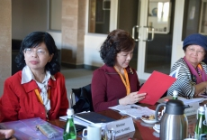 Przedstawiciele Tajwanu siedzą przy stole