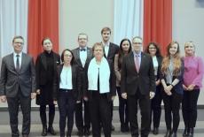 zdjęcie grupowe wszystkich finalistów, laureata oraz przedstawicieli partnerów FZP