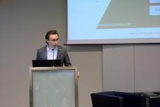 Arkadiusz Lefanowicz przemawia przy mównicy