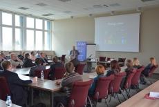 Uczestnicy warsztatu w sali wykładowej.