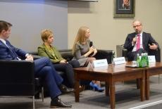 Uczestnicy panelu dyskusyjnego podczas debaty.