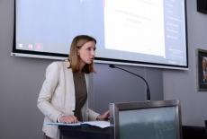 Przedstawicielka Kancelarii Prezesa Rady Ministrów przy mównicy
