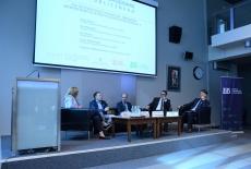 uczestnicy panelu podczas dyskusji