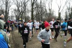 Uczestnicy biegu pamięci żołnierzy wyklętych biegną