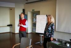 Grażyna Dobroń i dr Tomasz Skalski prowadzą drugą sesję warsztatów Zarządzanie i Przywództwo dla Dyrektorów Generalnych