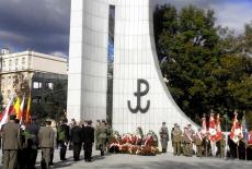 Uroczystości państwowe pod pomnikiem Polskiego Państwa Podziemnego i Armii Krajowej