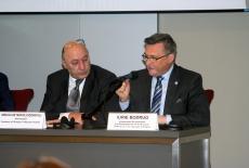 Za stołem prezydialnym siedzą Ambasadorzy Mołdawii i Gruzji.