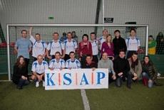 Zdjęcie grupowe z banerem KSAP