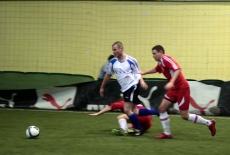 Gracze biegną za piłką