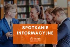 cztery osoby rozmawiają w bibliotece, na ich tle napis: spotkanie informacyjne i logo projektu