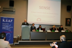 Dyrektor KSAP Jan Pastwa przemawia na mównicy