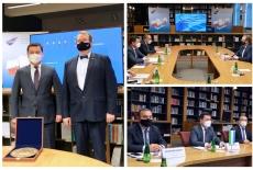 kolaż ze zdjęć przedstawiających uczestników spotkania w bibliotece KSAP