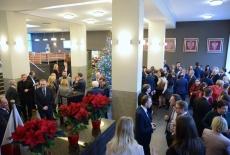 uczestnicy spotkania w holu KSAP