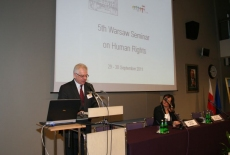 Dyrektor KSAP Jacek Czaputowicz przemawia na mównicy