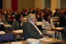 Uczestnicy seminarium siedzą