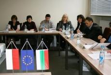 przedstawiciele administracji rządowej z Bułgarii siedzą w ławkach