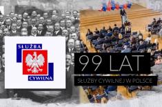 kadr z filmu przedstawiający urzędników sprzed 100 lat i współczesnych