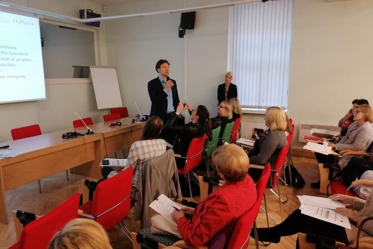 uczestnicy konferencji podczas obrad