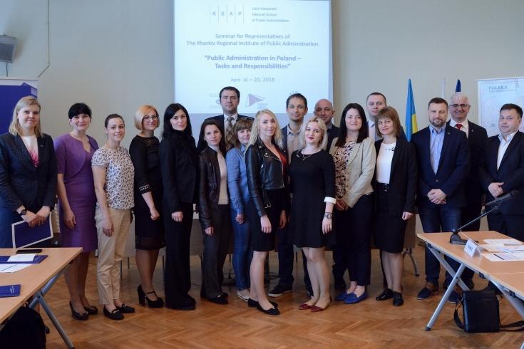 Zdjęcie grupowe uczestników seminarium