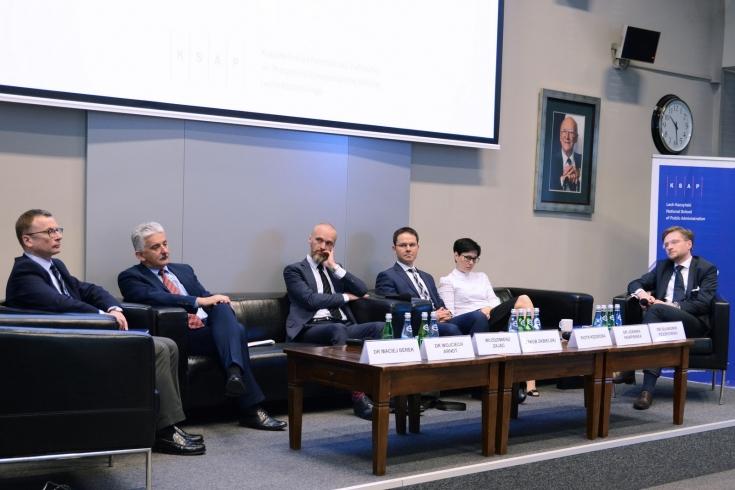 uczestnicy panelu podczas rozmowy