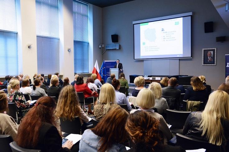uczestnicy konferencji podczas wystąpienia prelegenta