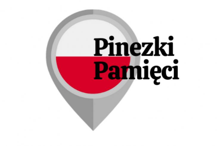logo projektu przedstawiające symbol pinezki internetowej z biało-czerwoną flagą i napisem pinezki pamięci