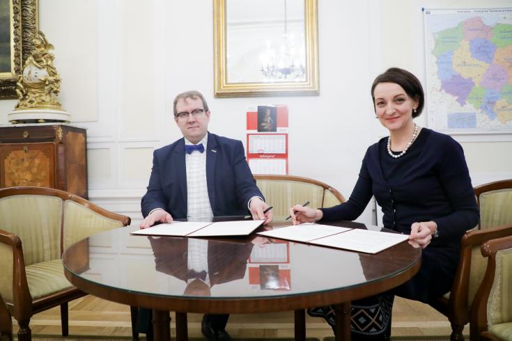 Dyrektor KSAP i Główny Konserwator Zabytków w gabinecie Konserwatora po podpisaniu umowy