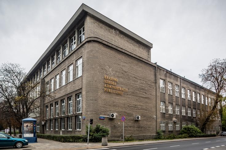 Budynek KSAP, widok ze skrzyżowania ulic Wawelskiej i Krzyckiego