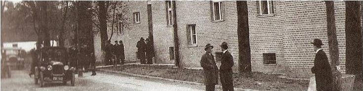 Zdjęcie przedstawia budynek z pierwszych lat działlności