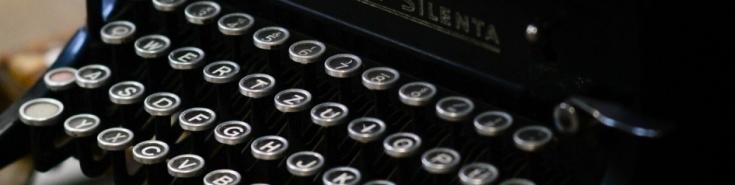 klawiatura starej maszyny do pisania
