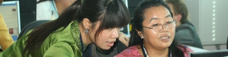 Dwie azjatyckie kobiety podczas szkolenia